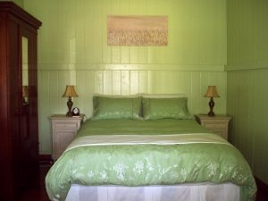 couples accommodation queen bed